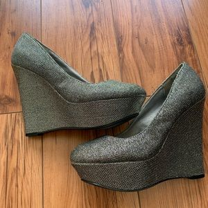 Qupid Silver Wedges